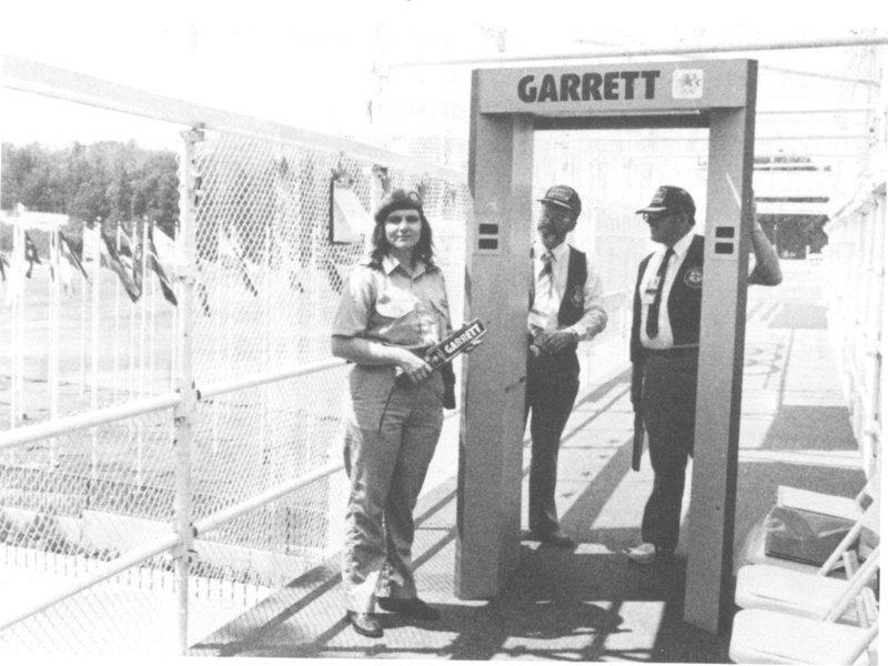 На фото: пропускной пункт на олимпиаде, 1984г